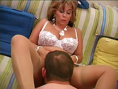 Curvy mature blonde gets her juicy pussy eaten for lunch